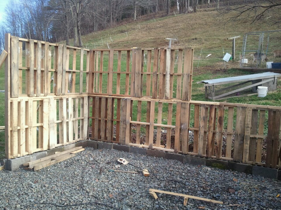 Pallet shed daily hike for Building with pallets plans